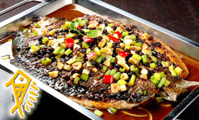 巫山烤全鱼+麻辣香锅组合4-6人餐,提供免费WiFi。