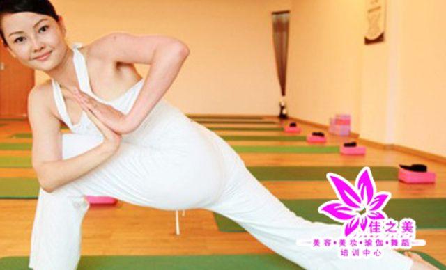 瑜伽课程,尽情地放松身心