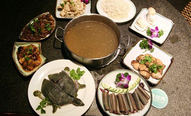 菌锅4人套餐,火锅美味,精美山珍,免费WiFi