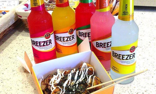 章鱼小丸子1份加百加得冰锐朗姆预调酒1瓶,美味尽享