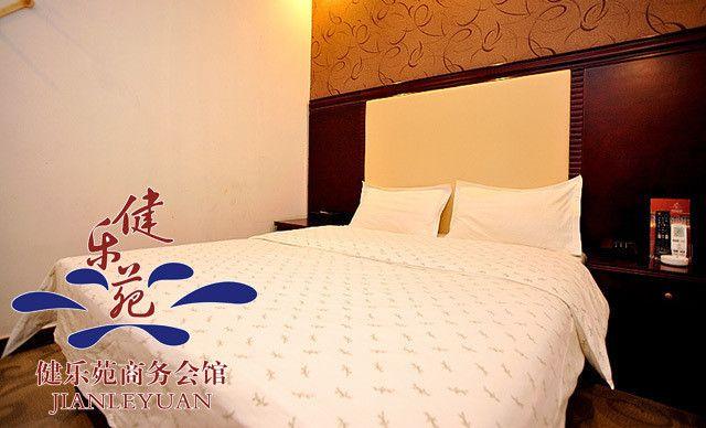 住宿1晚,大床房/双床房2选1,提供免费宽带服务