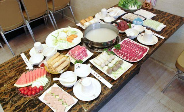 4人套餐,提供免费WiFi。香港火锅