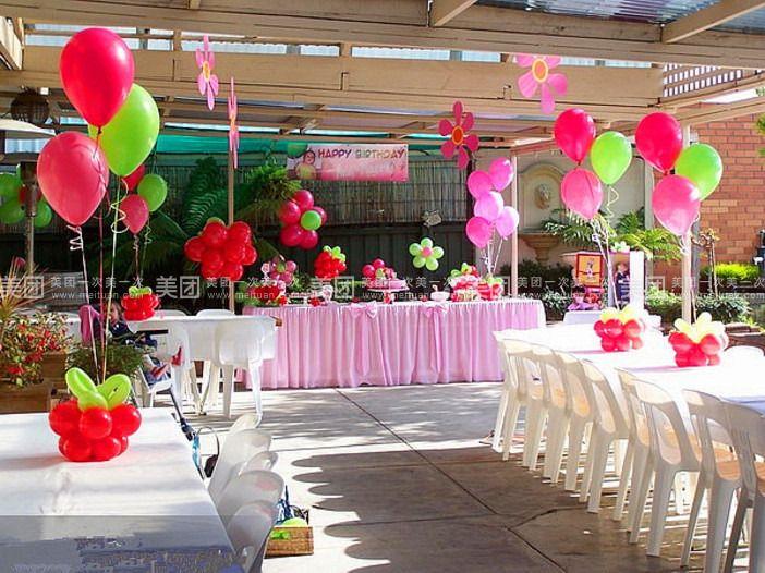 泡泡龙气球派对成立于2012年,是国内为数不多的气球装饰行业实体店,我们之所以专业,是因为从一开始我们就致力于打造自己的品牌,曾经的几名80后待业青年开始创业,如今泡泡龙气球派对已有加盟店2家,业务范围已辐射全国众多省市,包括小丑魔术气球秀,家庭PARTY策划,生日宴会策划,个性婚礼,大型商场气球艺术节等业务,无数新奇的创意为顾客带来无限的欢乐与感动,为此我们多次被各地电视台邀请做专访。 身为80 90后的我们,从踏入社会的那一天起就不断的陷入迷茫,也有过激情,有过梦想,但渐渐的都被现实生活无情的磨灭,