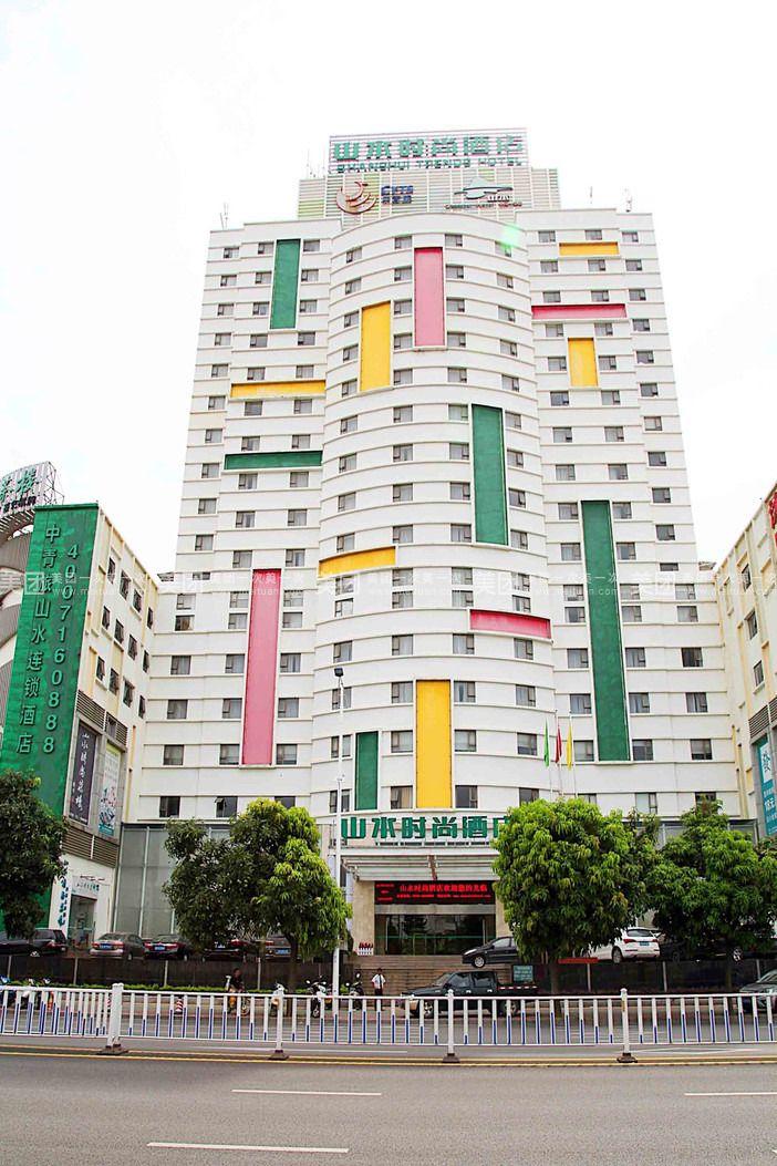 山水时尚茶楼位于肇庆市体育中心西门斜对面山水时尚酒店4楼