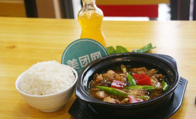 黄焖鸡米饭,建议1人使用,提供免费WiFi