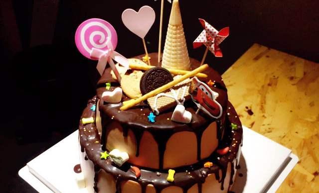 :长沙今日团购:【榴芒兔蛋糕坊】巧克力淋面生日 蛋糕1个,约10+8英寸,圆形