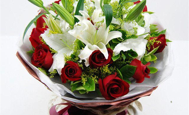香水百合混搭花束 组合鲜花11朵红玫瑰2枝多头百合