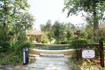 【平山县】柏坡温泉工人疗养院温泉(含水上乐园)(家庭票2大1小)-美团