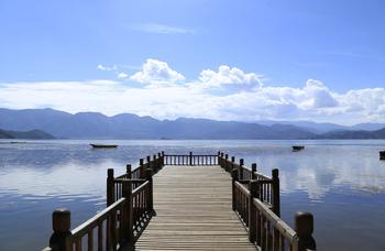 【成都出发】泸沽湖景区、邛海、坐猪槽船游湖4日跟团游*成都出发,无自费-美团