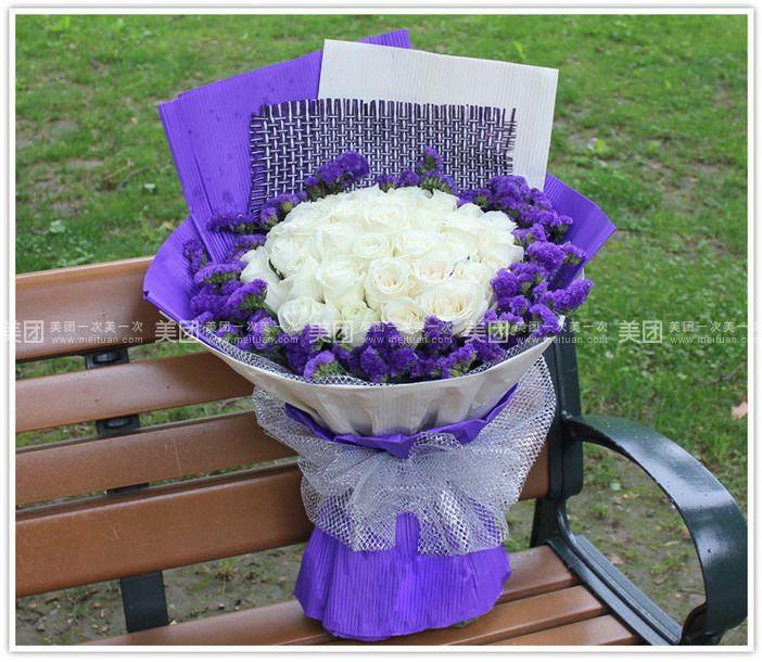 33朵白玫瑰花束