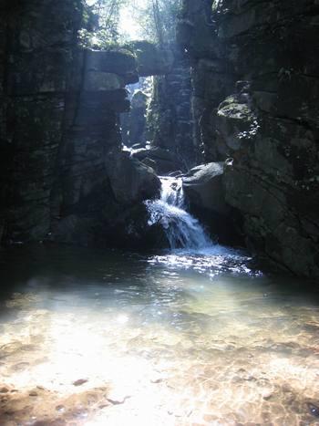 【常州出发】梅园、藏龙百瀑风景区1日跟团游*虹贯龙门+万亩梅园-美团