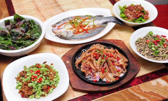 :长沙今日团购:【红辣椒创意厨房】4-6人餐,提供免费WiFi