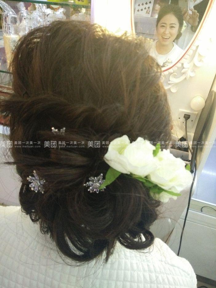头彩儿童盘发发型图片展示