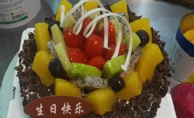 :长沙今日钱柜娱乐官网:【甜之心蛋糕】巧克力围边水果蛋糕1个,约8寸,圆形