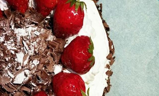 十三月烘焙蛋糕,仅售126元!价值210元的蛋糕3选1,约6英寸,圆形。