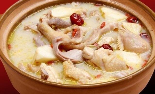 灵芝虫草花煲鸡汤_醉香园猪肚鸡包括:胡椒猪肚鸡,虫草花猪肚鸡,茶树菇猪肚鸡,灵芝猪肚