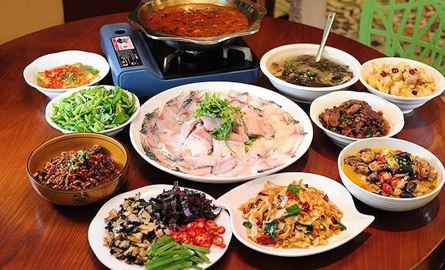 :长沙今日钱柜娱乐官网:【欢聚食上餐厅】10人套餐,包间免费,提供免费WiFi
