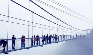 【深圳出发】黄腾峡漂流、牛鱼嘴原始生态风景区、银盏森林温泉等纯玩2日跟团游高星酒店*惊魂玻璃桥+飞龙滑道-美团