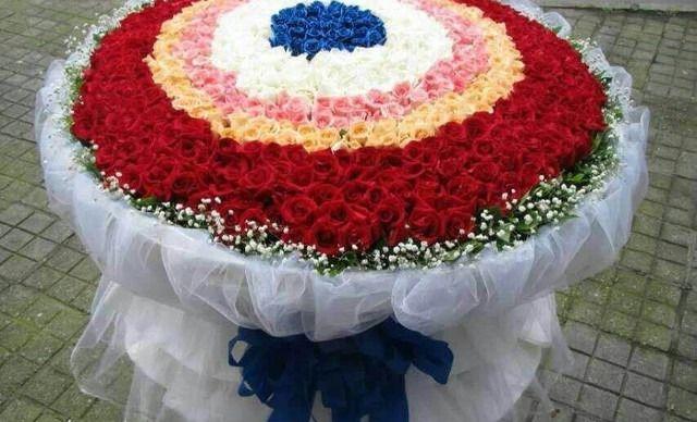 圆方花艺坊99枝特级玫瑰 精致包装,仅售198元!