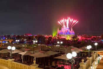 【全国】上海迪士尼度假区乐园1日成人票2张+[Wolfgang Puck]餐厅浪漫烟花家庭套餐-美团