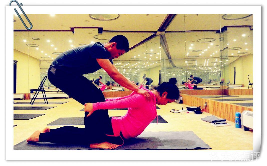 肩颈 释放肌肉的紧张感 被动的伸展 灵活柔软脊柱 在享受中感受瑜伽的图片