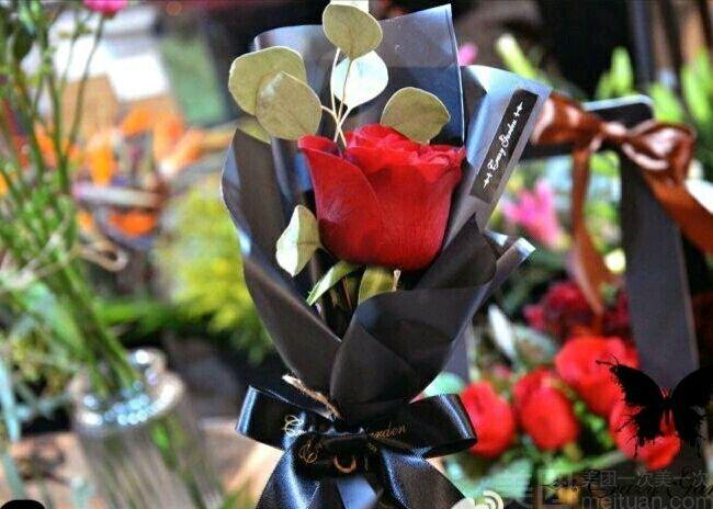 :长沙今日团购:【森屿树花艺生活馆】单只红玫带包装