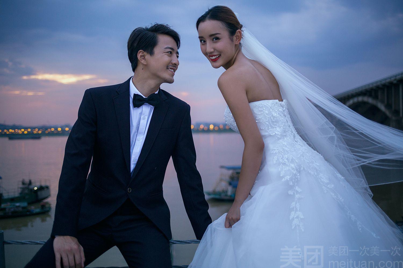 :长沙今日团购:【薇薇新娘婚纱摄影】【店长推荐】轻奢品质婚纱照套系