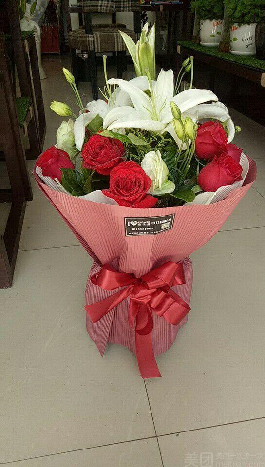 11枝红玫瑰加百合圆形花束精包装