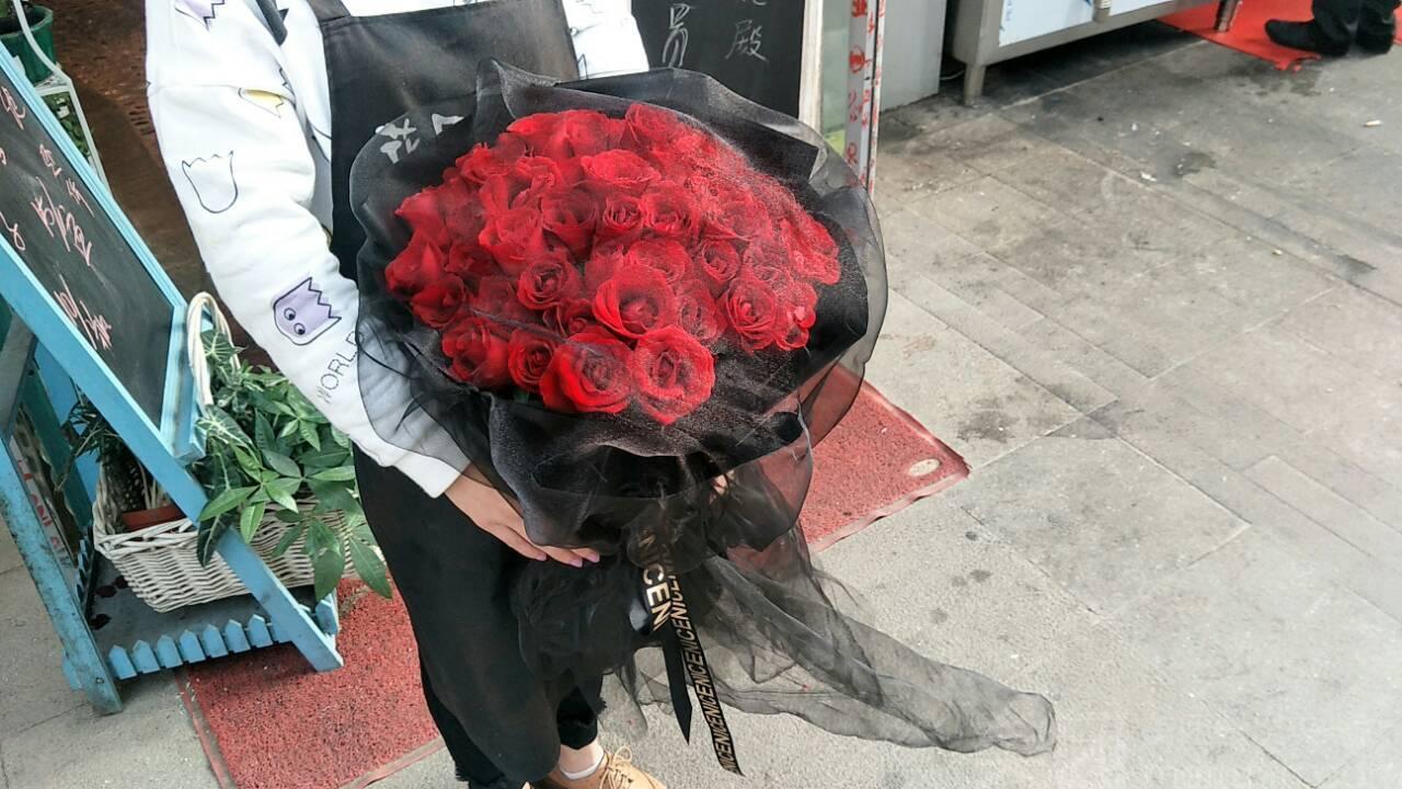 :长沙今日钱柜娱乐官网:【花殿花店】52枝玫瑰浪漫主义花束