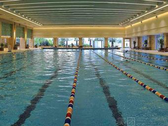 体校室内恒温游泳馆