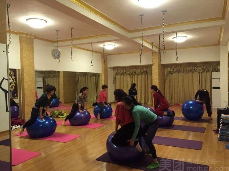瑜伽馆地面_小型瑜伽馆教室装修效果图5款木板地面安装设