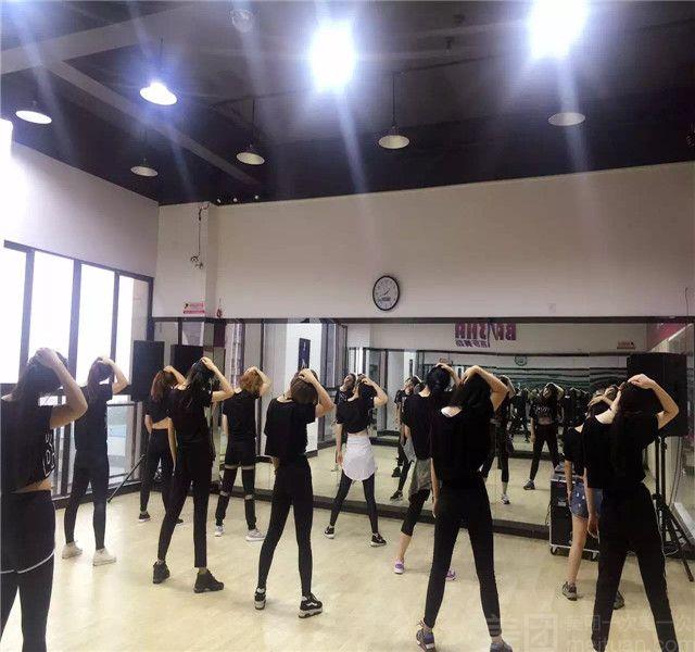 :长沙今日团购:【芭莎舞蹈工作室】下午年卡