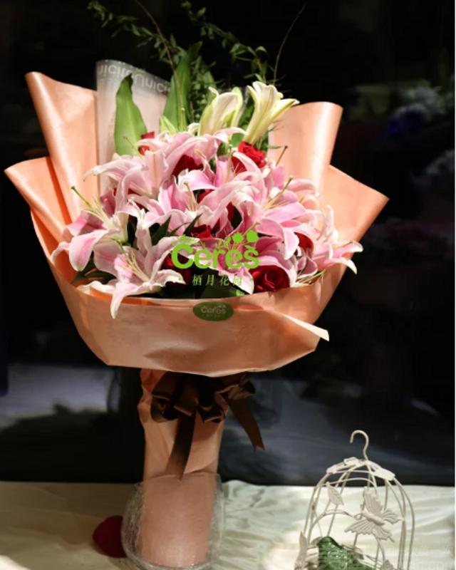 :长沙今日钱柜娱乐官网:【栖月花园】10朵香水百合花束
