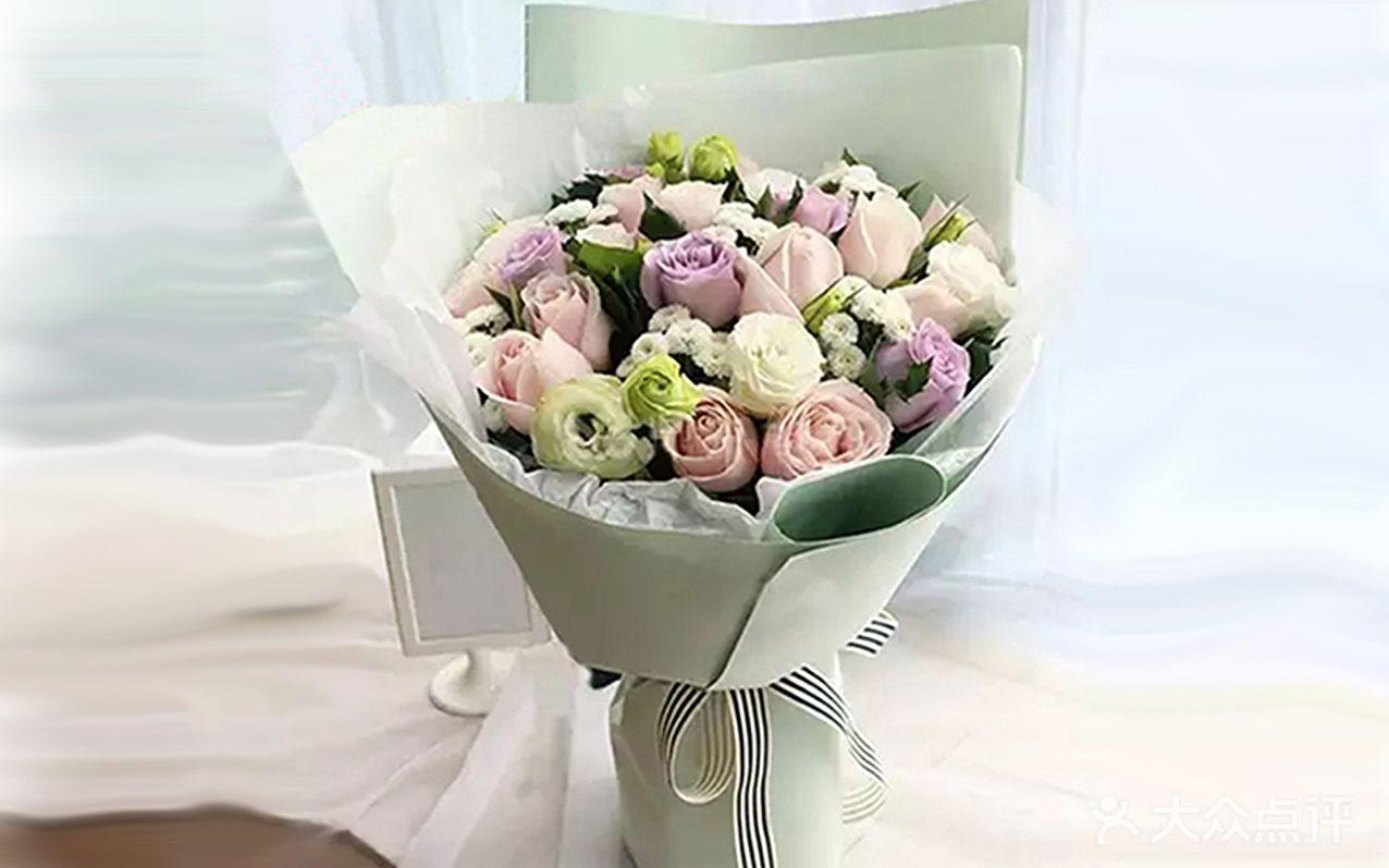 【无限祝福】19朵玫瑰桔梗混搭生日鲜花花束