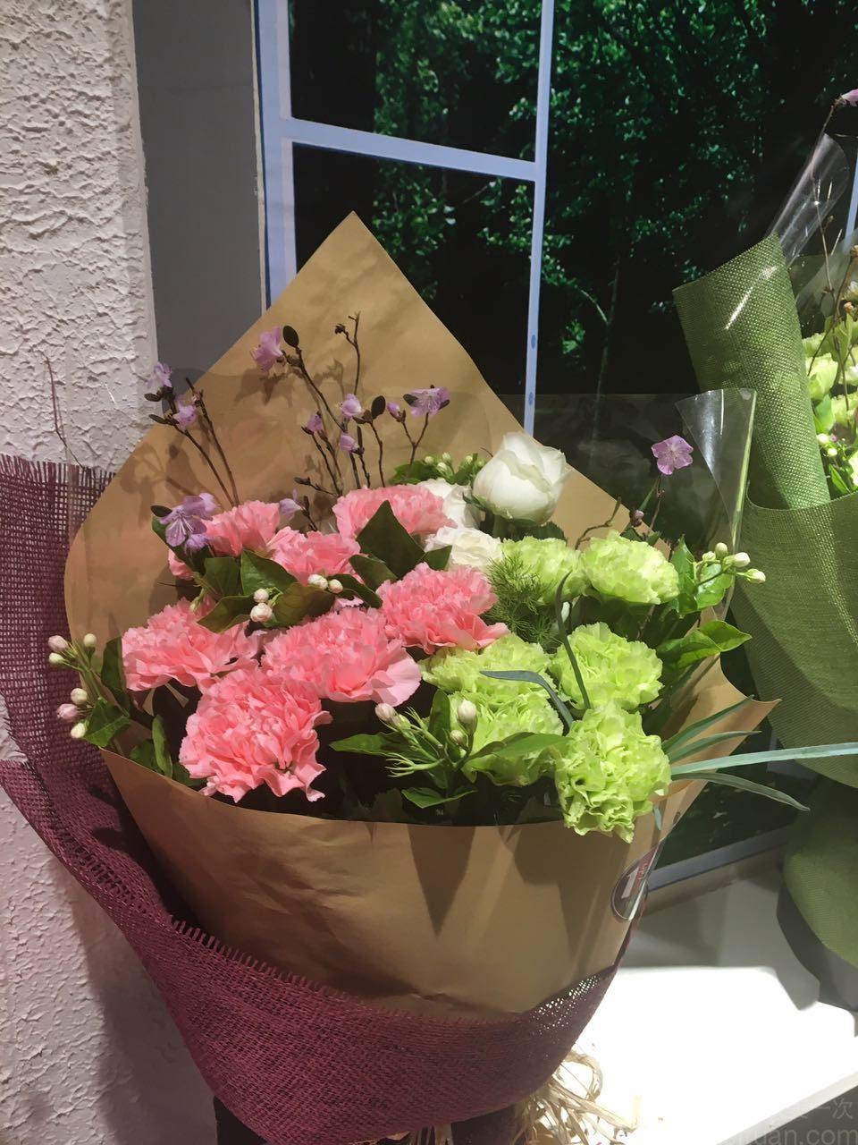 11枝康乃馨花束加韩式