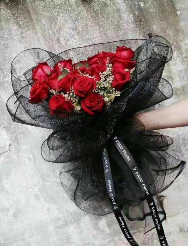 :长沙今日团购:【梦花居花艺生活馆】19枝红玫瑰(黑纱)花束