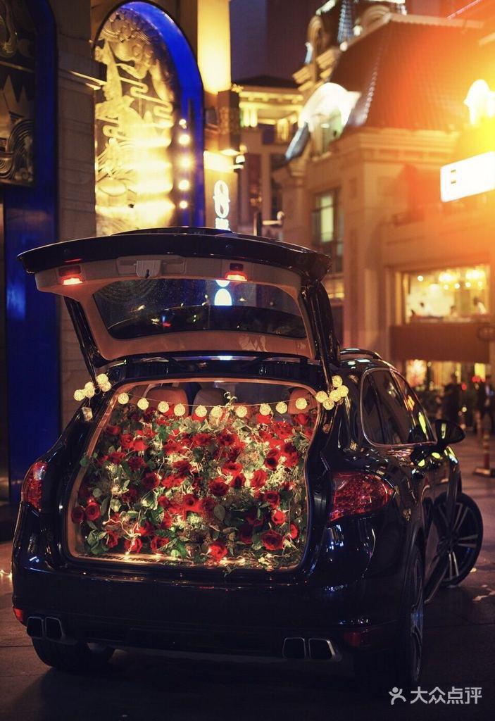 [中央大街] 遇见鲜花后备箱鲜花布置惊喜求婚气球