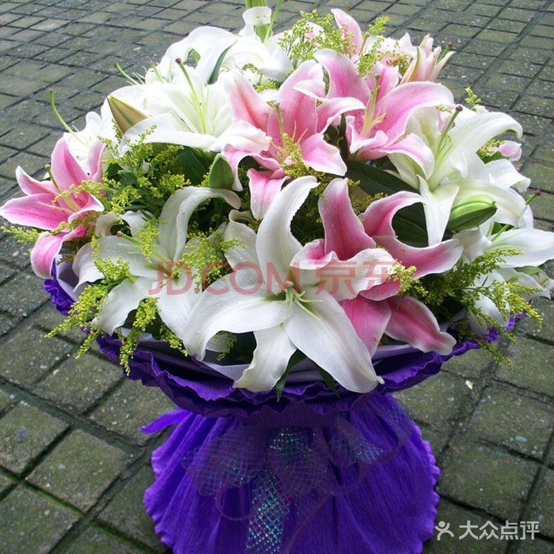 百合圆形花束