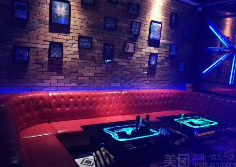 :长沙今日团购:【温莎堡量贩KTV】小中包正晚场6小时欢唱+酒水套餐