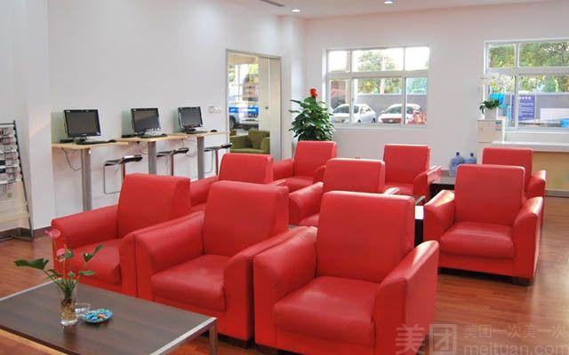 上海冠松绅晖一汽丰田特约经销店隶属于上海冠松集团,是上海地区丰田