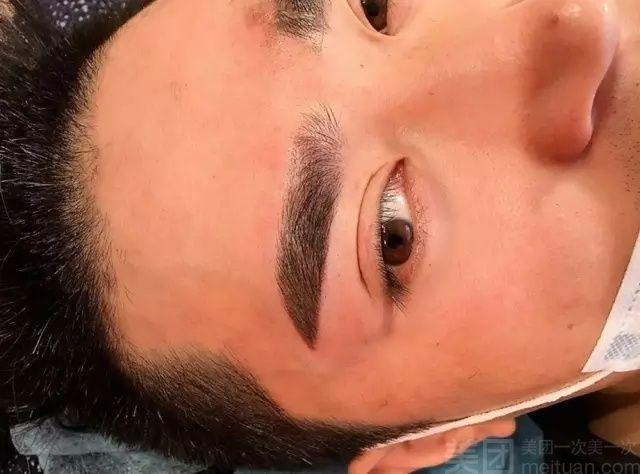 帝王黑美瞳眼线服务流程/时长:工具消毒,酒精棉消毒操作皮肤区,透明眼胶带贴拉眼皮,在睫毛根部及周围均匀涂抹舒缓乳,根据个人设计好眼线/美睫线,开始操作眼线/美睫线,全程80100分钟 摩登纹.绣是归于中国的神话集团部门,长沙纹.绣老师拥有20多名,都是受过专业培训和公司派往韩国学习回国的,现合作店将近200多家,公司纹.