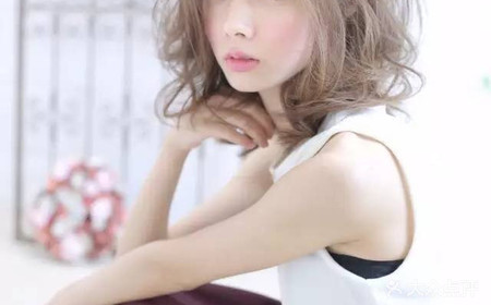 发型美业帝王连锁机构发型内扣长发图片中女生图片