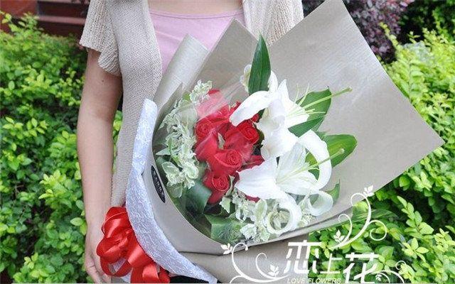:长沙今日团购:【恋上花花艺】红玫瑰11枝