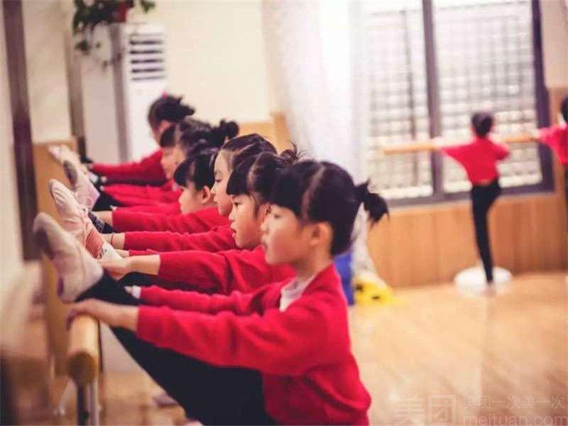 :长沙今日团购:【伊莎国际舞蹈会所】单人体验卡3次舞蹈/肚皮/爵士/瑜伽4选一