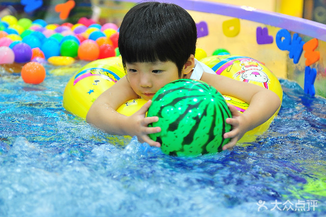 贝之岛婴幼儿游泳spa
