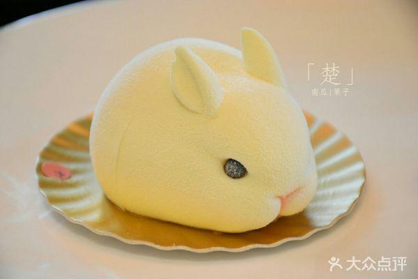 维多利亚的兔子蛋糕,酸奶味的,超可爱~兔兔这么可爱一定要把它吃掉23