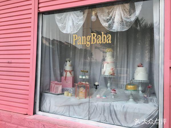 漂亮的橱窗,这家网红小屋烘焙出品的少女风可见一斑.