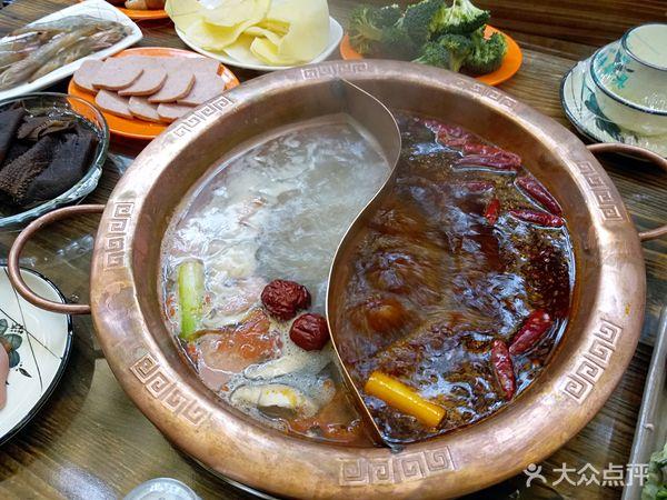 菜品丰富,有火锅和涮羊肉可选择.价格是6元—48元不等.