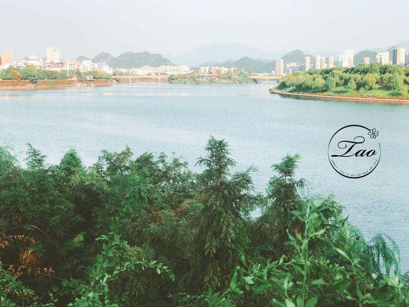 屯溪市区江边风景