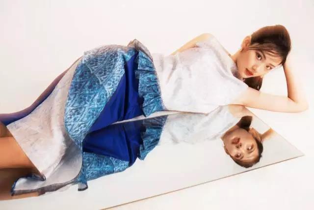 乃至世界模特圈高调宣布——    龙腾精英超模练习生c位出道啦!